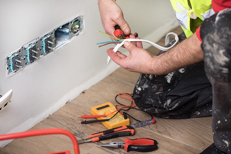 Emergency Electrician in Luton Bedfordshire