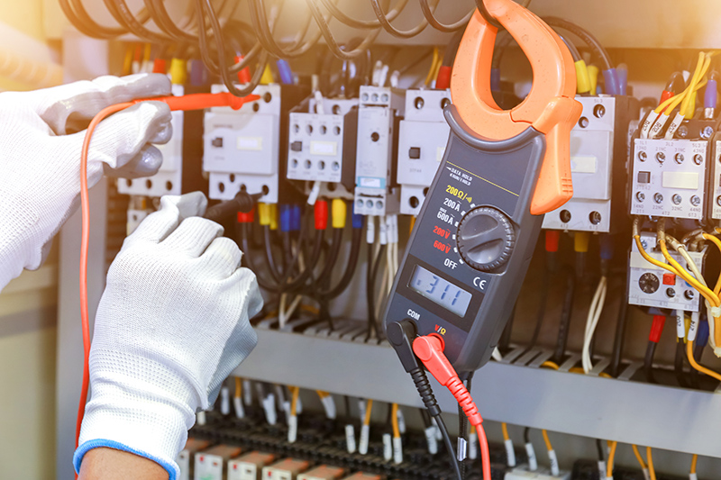 How To Become An Electrician in Luton Bedfordshire